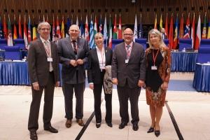 C.Adam, N. Haupert, L.Polver, M. Angel, N. Kemp-Arendt, 3 membres (au centre) et 3 membres suppléants luxembourgeois du parlement de l'OTAN (F. Eischen, le 3e m.s. n'est pas sur la photo)